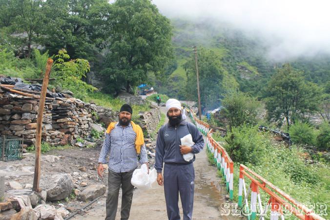 Sikh pilgrims I met en route Ghangharia