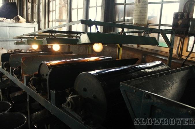 Tea being processed inside the Kolukkumalai tea factory